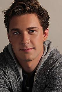 Aktori Justin Dobies