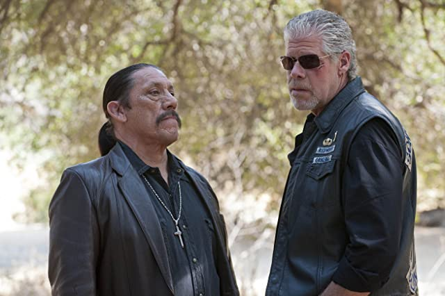 Ron Perlman and Danny Trejo in Sons of Anarchy (2008)