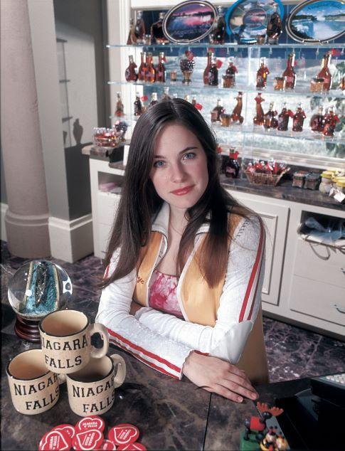 Caroline Dhavernas in Wonderfalls (2004)