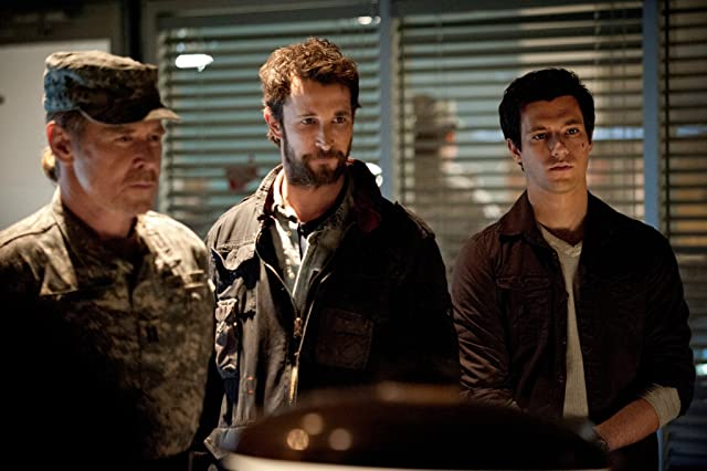 Will Patton, Noah Wyle, and Drew Roy in Falling Skies (2011)