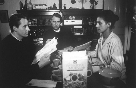 Linus Roache, Cathy Tyson, and Tom Wilkinson in Priest (1994)