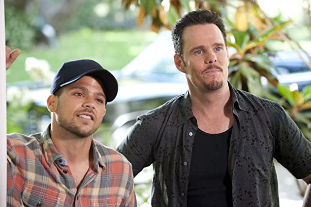 Kevin Dillon and Jerry Ferrara in Entourage (2004)