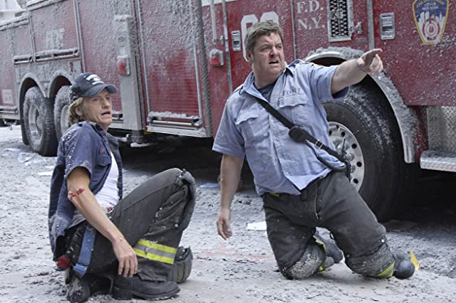 Denis Leary and John Scurti in Rescue Me (2004)