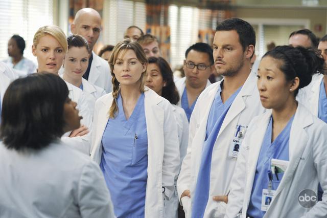 Katherine Heigl, Justin Chambers, Sandra Oh, Ellen Pompeo, and Chandra Wilson in Grey's Anatomy (2005)