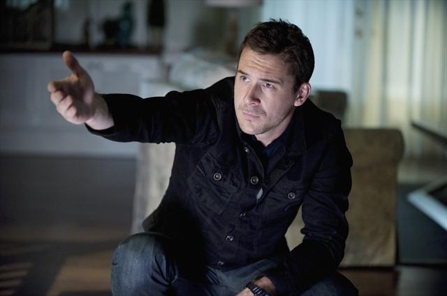 Barry Sloane in Revenge (2011)