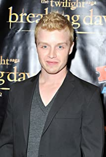 Noel Fisher New Picture - Celebrity Forum, News, Rumors, Gossip