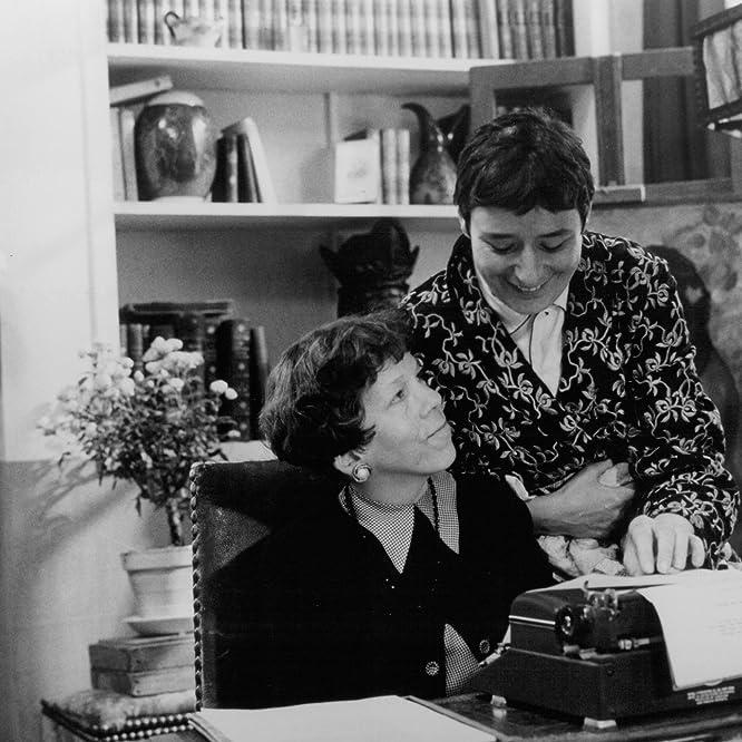 Linda Hunt and Linda Bassett in American Playhouse: Waiting for the Moon (1987)