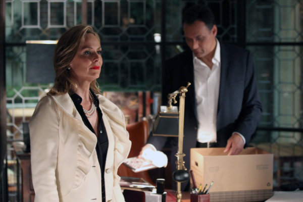 Jimmy Smits and Melora Hardin in Outlaw (2010)