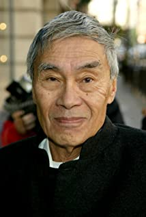 Aktori Burt Kwouk