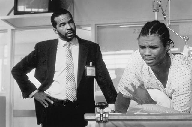 David Alan Grier and De'aundre Bonds in 3 Strikes (2000)