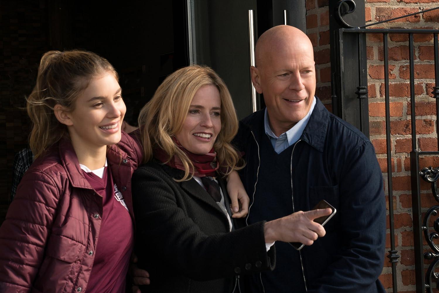 Elisabeth Shue, Bruce Willis, and Camila Morrone in Death Wish (2018)