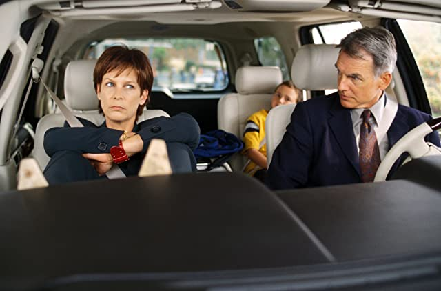 Jamie Lee Curtis and Mark Harmon in Freaky Friday (2003)