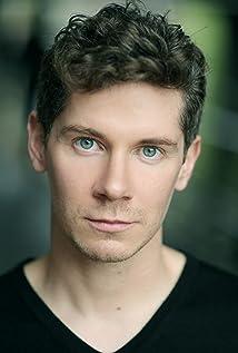 Aktori Karl Davies