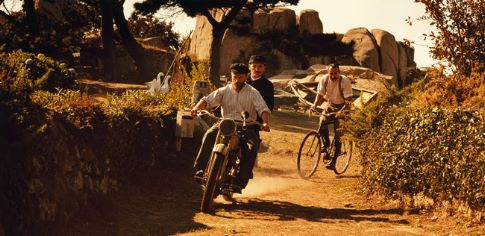 Dominique Pinon (on the motorbike, in front) stars as Sylvain, Jean-Paul Rouve (on the motorbike, behind) stars as The Postman and Albert Dupontel (on the bicycle) stars as Célestin Poux.