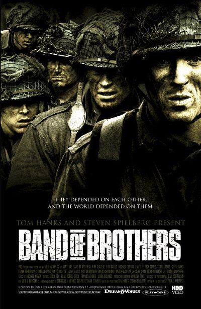Damian Lewis and Neal McDonough in Band of Brothers (2001)