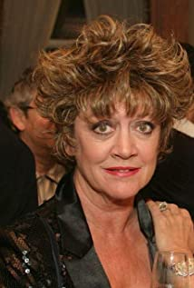 Amanda Barrie Picture