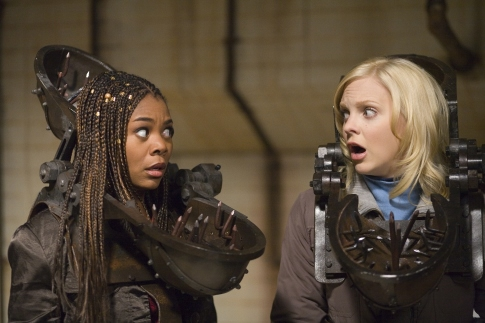 Anna Faris and Regina Hall in Scary Movie 4 (2006)