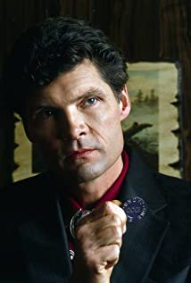 Everett McGill Picture