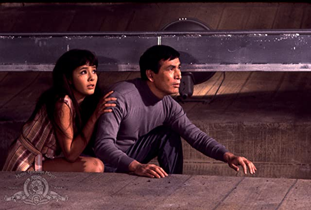 Mie Hama and Tetsurô Tanba in You Only Live Twice (1967)