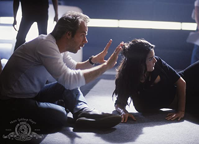 Angie Harmon and Harald Zwart in Agent Cody Banks (2003)