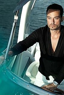 Aktori Tiago Riani