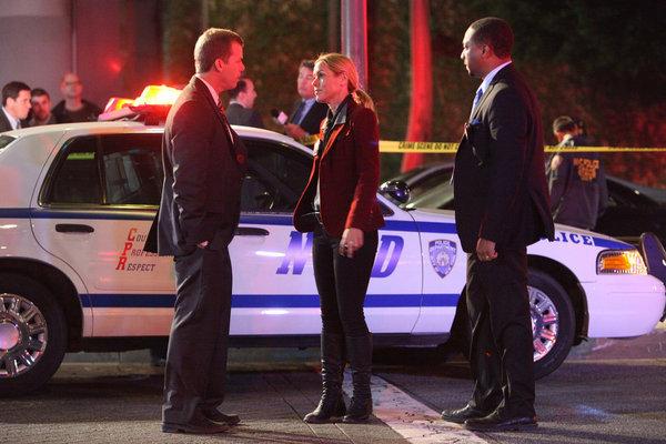 Maria Bello, Tim Griffin, and Damon Gupton in Prime Suspect (2011)