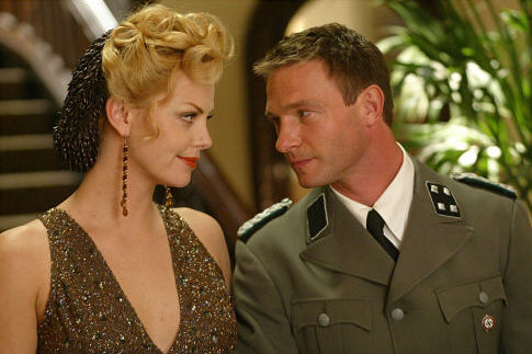 Charlize Theron and Thomas Kretschmann in Head in the Clouds (2004)