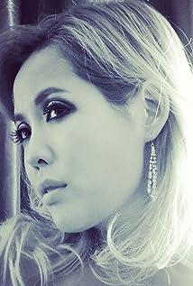 Aktori Brinna Kelly