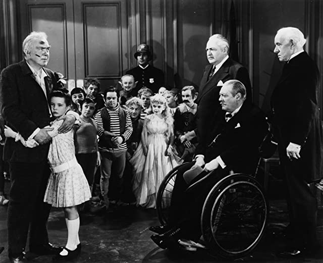 Lionel Barrymore, Billy Barty, Edward Arnold, Billy Curtis, Bobby Driscoll, Nita Krebs, Thomas Mitchell, Margaret O'Brien, and Lewis Stone in Three Wise Fools (1946)
