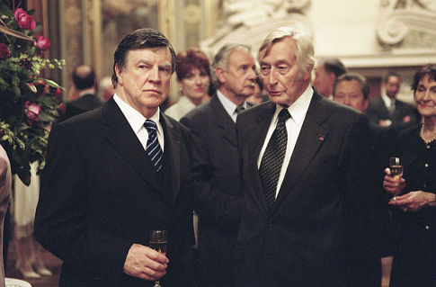 Alan Bates and John Neville in The Statement (2003)