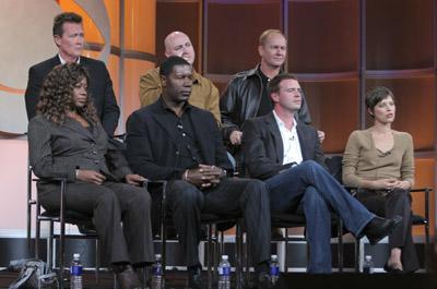 Robert Patrick, Scott Foley, Dennis Haysbert, Shawn Ryan, Regina Taylor, Audrey Marie Anderson, and Eric L. Haney at The Unit (2006)