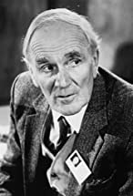 Desmond Llewelyn's primary photo