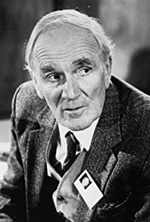 Desmond Llewelyn Picture