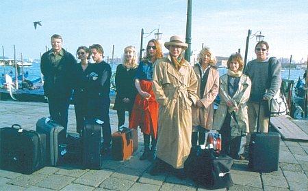 Anders W. Berthelsen, Peter Gantzler, Sara Indrio Jensen, Ann Eleonora Jørgensen, Lars Kaalund, Elsebeth Steentoft, and Anette Støvelbæk in Italian for Beginners (2000)