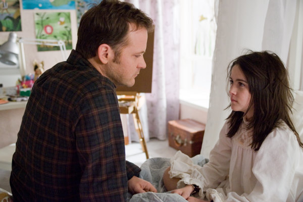 Peter Sarsgaard and Isabelle Fuhrman in Orphan (2009)