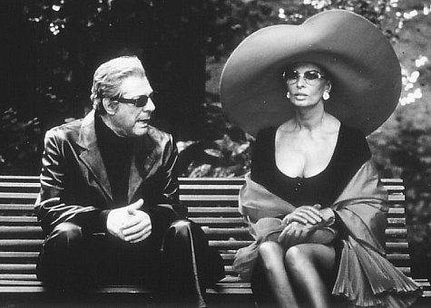 Sophia Loren and Marcello Mastroianni in Ready to Wear (1994)