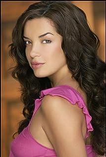 Claudia Salinas Picture