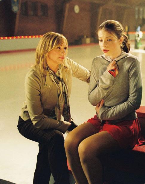 Kim Cattrall (left), Michelle Trachtenberg (right)