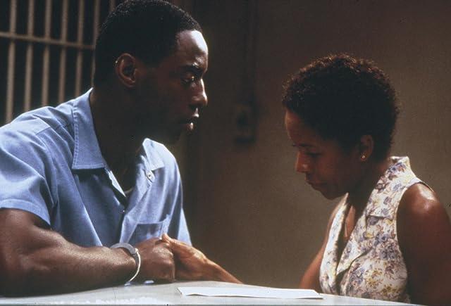 LisaGay Hamilton and Isaiah Washington in True Crime (1999)