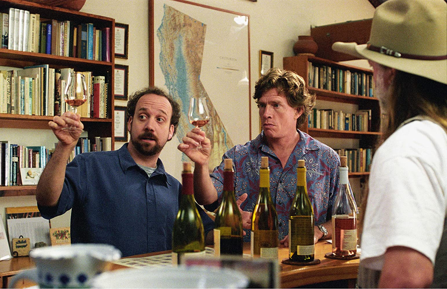 Thomas Haden Church and Paul Giamatti in Sideways (2004)