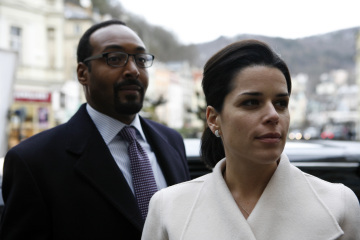 Neve Campbell and Jesse L. Martin in The Philanthropist (2009)
