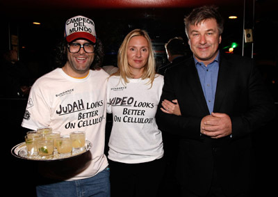 Alec Baldwin, Hope Davis, and Judah Friedlander