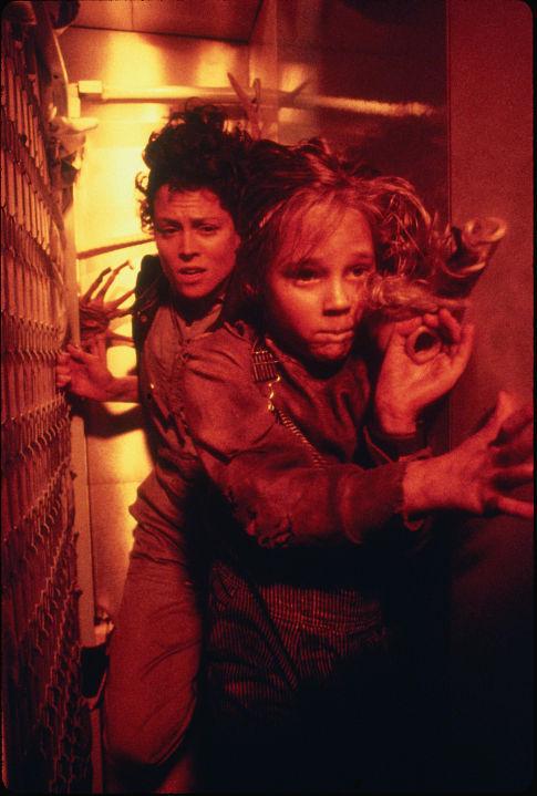 Sigourney Weaver and Carrie Henn in Aliens (1986)