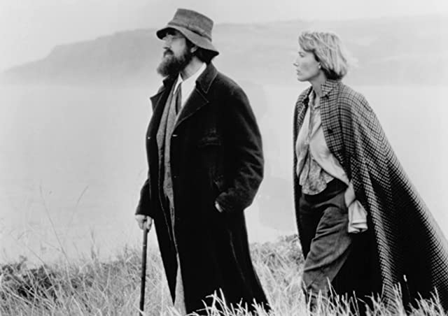 Jonathan Pryce and Emma Thompson in Carrington (1995)