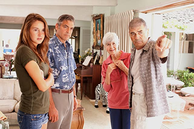 George Clooney, Robert Forster, Shailene Woodley, and Barbara L. Southern in The Descendants (2011)