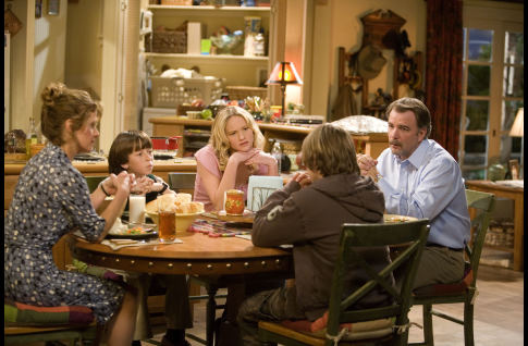 Nancy Travis, Bill Engvall, Skyler Gisondo, Jennifer Lawrence, and Graham Patrick Martin in The Bill Engvall Show (2007)