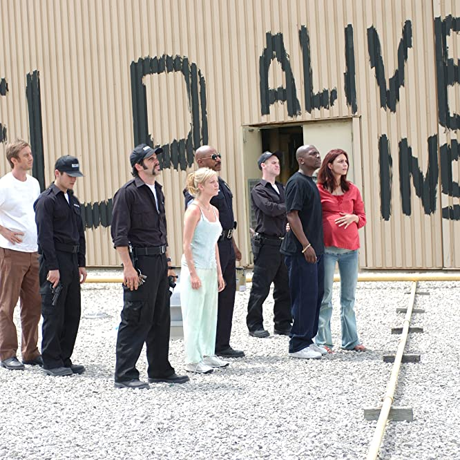 Ving Rhames, Mekhi Phifer, Sarah Polley, Michael Barry, Michael Kelly, Inna Korobkina, Jake Weber, and Kevin Zegers in Dawn of the Dead (2004)