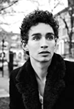 Robert Sheehan's primary photo