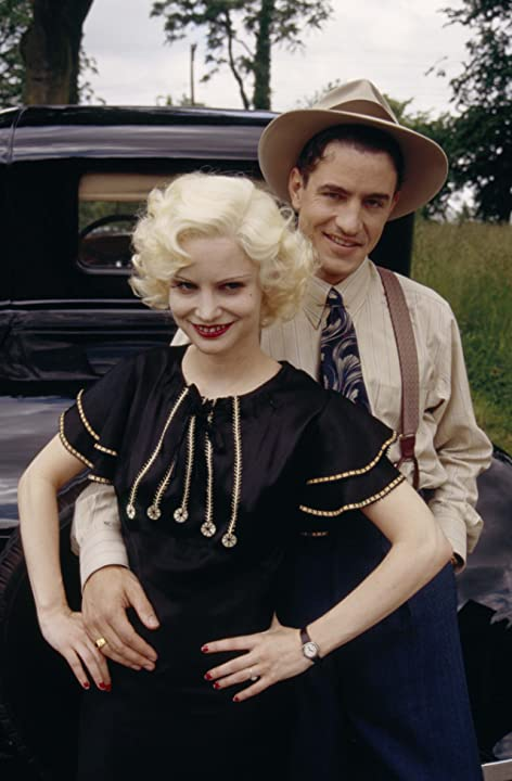 Jennifer Jason Leigh and Dermot Mulroney in Kansas City (1996)