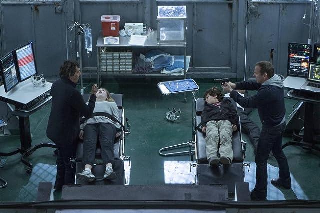 Kiefer Sutherland, Lukas Haas, Saxon Sharbino, and David Mazouz in Touch (2012)